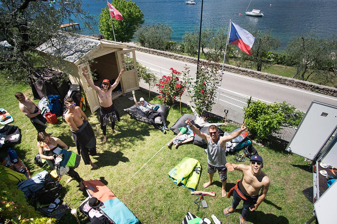 Kitestation neben dem Gardasee