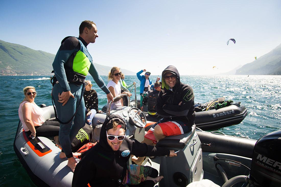 Shuttler auf dem Boot