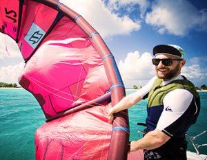 Schüler startet einen Kite