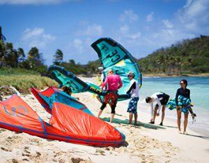 Strand mit Kites in der Karibik