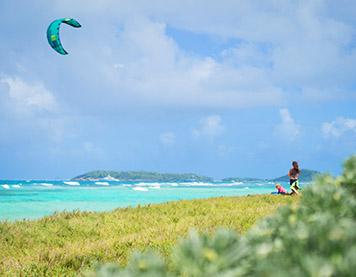 Kitespot mit Kite auf den Grenadinen