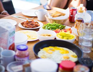 Frühstück beim segeln
