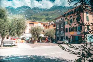 Der Dorfplatz von Assenza