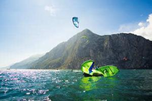 Avid Kiteboarding erteilt einen Kitesurfkurs