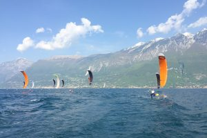 Ein Foil Racing am Gardasee in Italien