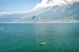 Ein Blick auf den Kiteunterricht von einer Drohne aus
